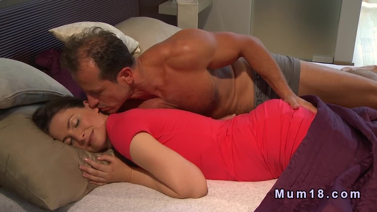 Morning Love Sex Kiss Wife Mom Hq Bed Porn